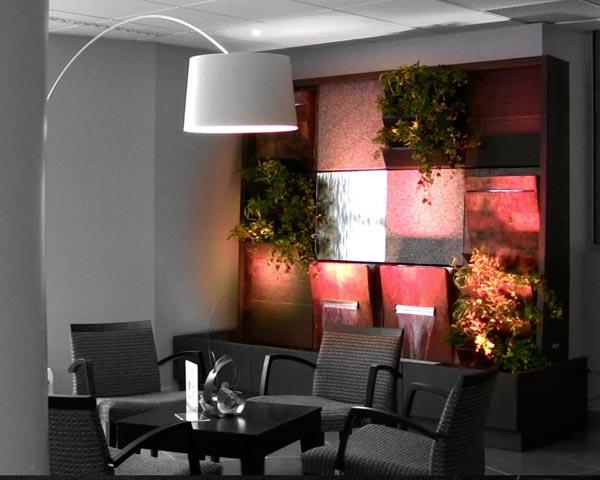mur - jardin intérieur - mobilier chez confort jardin aux issambres sur la côte d'azur