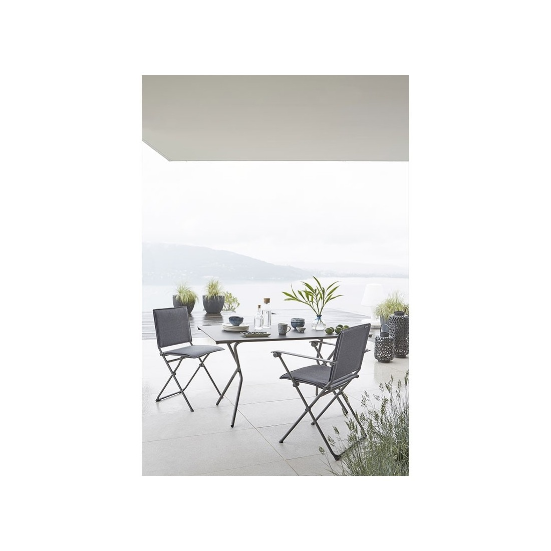 Table rectangulaire pliante ANYTIME de Lafuma, ambiance cocooning et ...