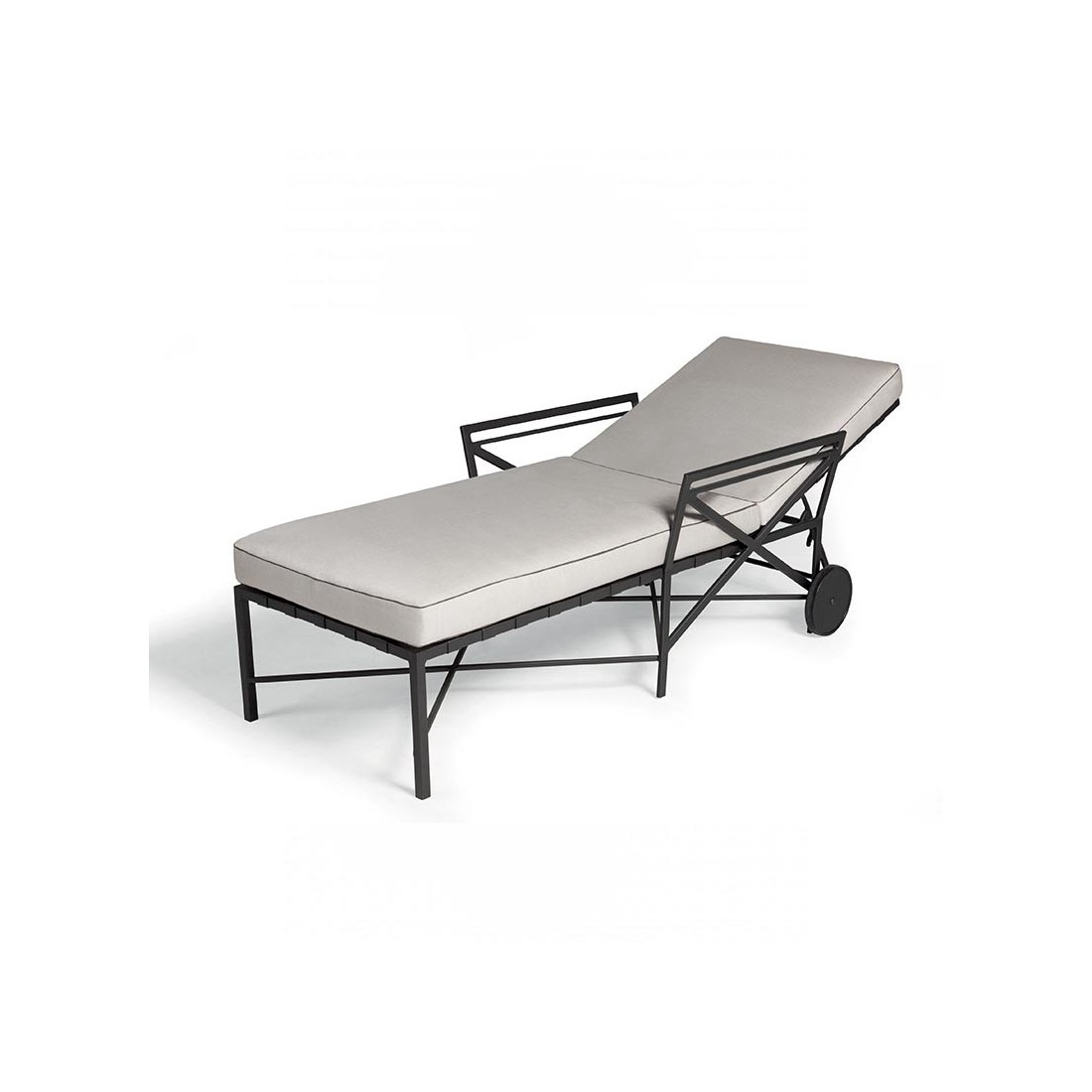 chaise longue de la collection 1950 de triconfort sp cialiste de mobilier pour jardin et terrasse. Black Bedroom Furniture Sets. Home Design Ideas